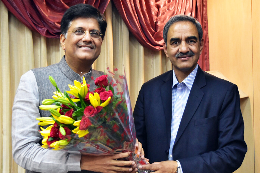 Sh. D.K. Sharma, Chairman, BBMB with Sh. Piyush Goyal, Hon'ble Minister of State with Independent Charge for Power, Coal, New and Renewable Energy and Mines, Government of India.