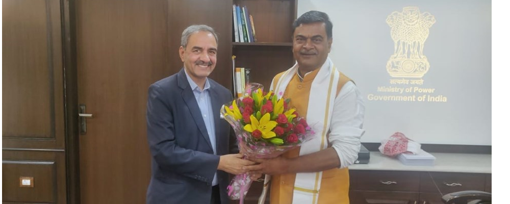 D.K. Sharma, Chairman, BBMB with Shri R.K. Singh, Hon'ble Minister of State (IC), (Power, New & Renewable Energy) & Minister of State (Skill Development and Entrepreneurship)